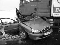 Легковая машина, совершая обгон на федеральной трассе в районе Ястребовки, угодила под встречный МАН