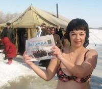 """С «Воложкой хоть в огонь, хоть в прорубь! Можно сколько угодно рассказывать о прелестях зимнего купания, но лучше показать на личном примере. С """"Воложкой"""" Юлия Михальская."""