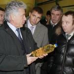 Павел Ипатов, Юрий Моисеев и Николай Музыченко на предприятии ООО «Товарное хозяйство»