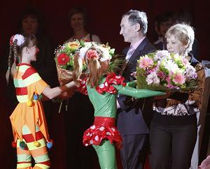 Поздравления принимают Людмила и Сергей Соловьевы
