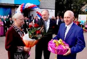 Александр Бабичев поздравил с золотой свадьбой чету марксовских жителей