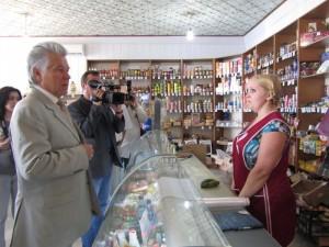 Павел Ипатов в сельском магазине