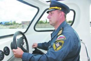 Старший инспектор ГИМС Сергей Доронин ежедневно патрулирует свой участок на катере
