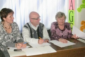 Жюри, в составе: Дьяконовой В.П. (учитель немецкого языка), Гейдт Е.К. (председатель НКА РН г. Маркса) и Манфреда Кюнеля (представитель Германии)