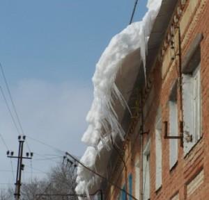 Про уборку снега с крыш