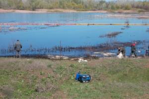 Hаботы по ликвидации утечки нефти в Малый Караман