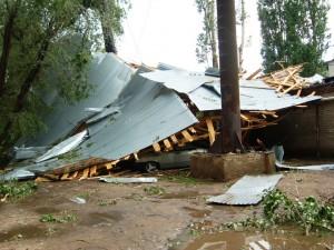 Летящая крыша сломала трубу