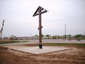 Поклонный крест на трассе