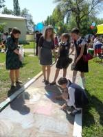 Конкурс рисунков на асфальте «Победный май»