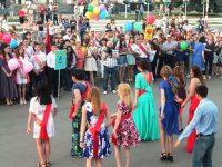 Бал выпускников на городской площади Маркса