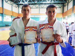 Победители соревнований по рукопашному бою Александр Волобоев и Руслан Абдюшев