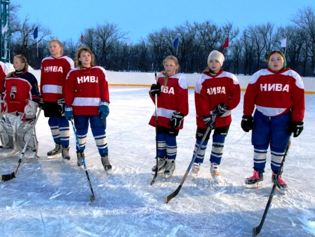 Хоккейную площадку открыли в Калининском