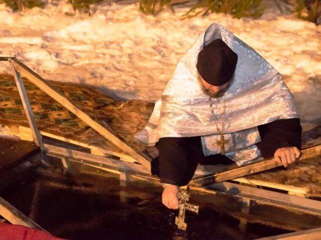В иордань на Волге окунулись более 500 верующих
