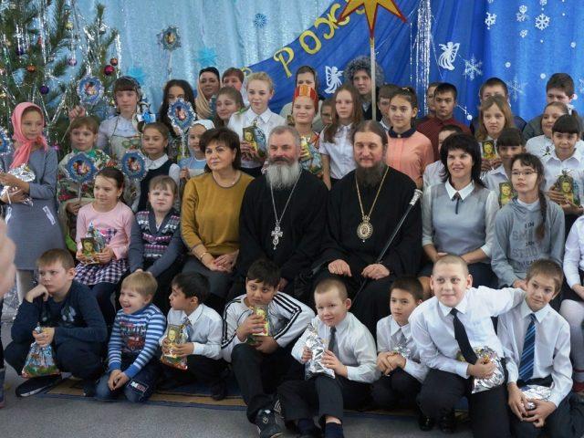 Воспитанников марксовского интерната поздравил епископ Пахомий