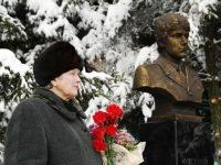 Памятный бюст Юрию Фисенко открыли в Подлесном