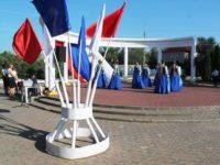 Флаг Российской Федерации подняли в парке Екатерины