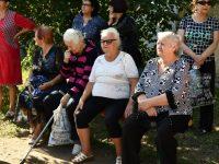 Глава района обсудил благоустройство двора Строителей 7 с жителями