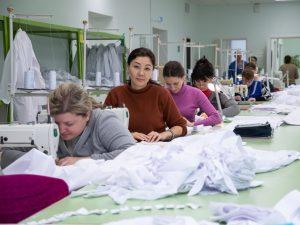 Дмитрий Романов рекомендовал повысить зарплаты швеям «Элегант М»