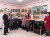 Обновленная экспозиция марксовских художников открылась в администрации