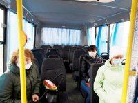 Пассажиры районных автобусов соблюдают социальную дистанцию