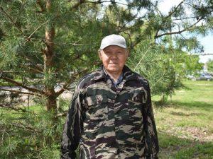 Двор на Кирова 8 захватили деревья