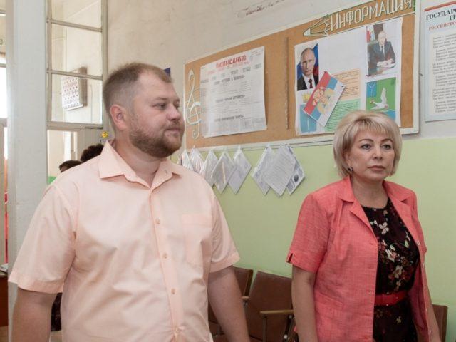 Саратовский министр на культурных объектах Маркса