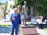 В Павловке появился памятник медицинским работникам